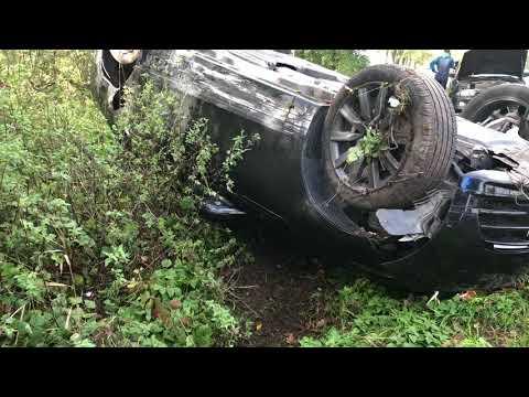Wideo1: Zderzenie dwóch aut na trasie Piotrowice - Święciechowa. Range rover dachował w rowie.