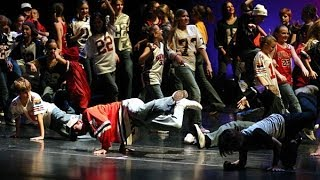 Смотреть онлайн Урок хип-хоп танца для дома