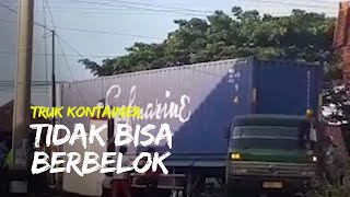 Diduga Tak Hafal Medan Jalan, Truk Kontainer Tersangkut di Jalan Wonosari