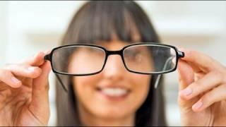 El uso de gafas para los niños.