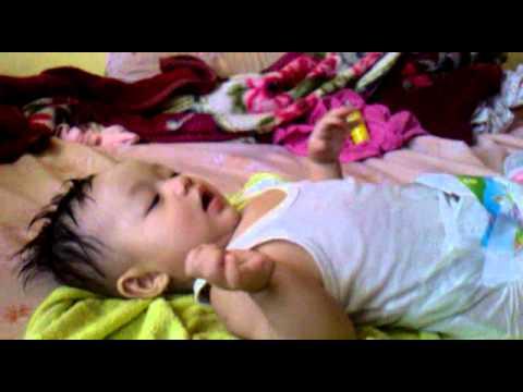 Video cara memakai pakaian pada bayi nita mutiara puspa