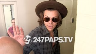 One Direction, (Brand New) (Exclusive) Harry Styles showing Love to fans outside London Hotel NYC 08-05-14