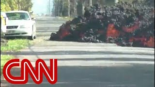 Watch as lava flow completely consumes car