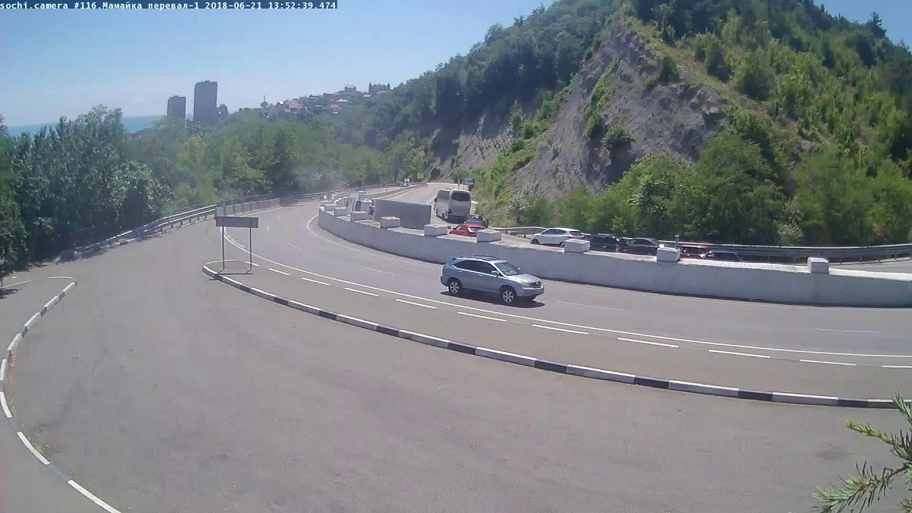 В Сочи на Мамайском перевале перевернулся грузовик