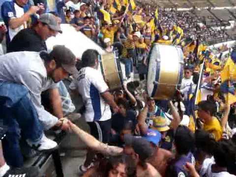 """""""CARSC - LA REBEL EN EL GALLINERO. LA MEJOR BARRA SIN DUDA 22MAR09"""" Barra: La Rebel • Club: Pumas"""