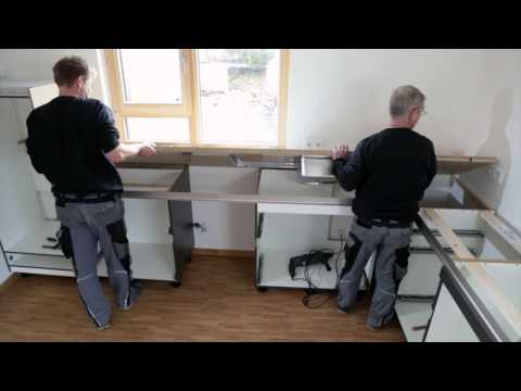 Kuechenmontage der Spitzhuettl Home Company b