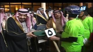 الملك يكرم الفائزين بسباق الهجن الكبير في مهرجان الجنادرية الـ 31