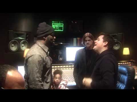"""Che """"Rhymefest"""" Smith Records Song w/ Chicago Youth"""