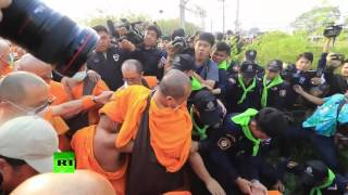 RAW: Buddhist monks clash with police in Thailand