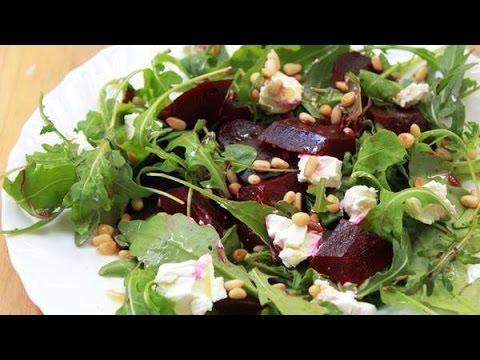 Салат с печеной свеклой и козьим сыром
