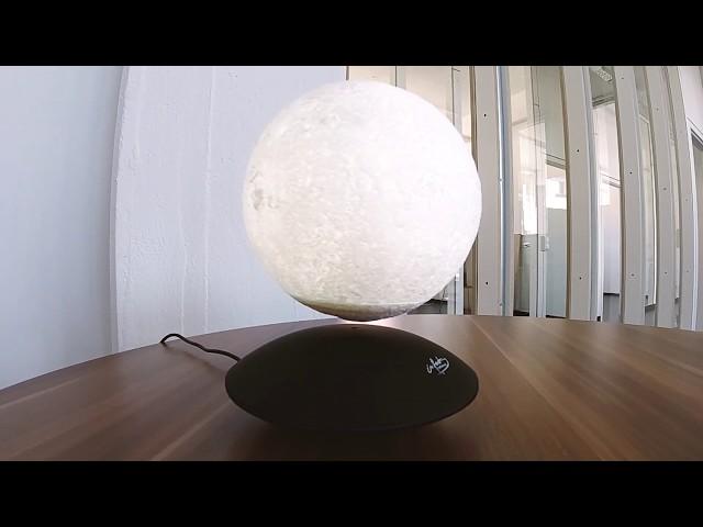 Schwebender Mond mit elektromagnetischer Basis