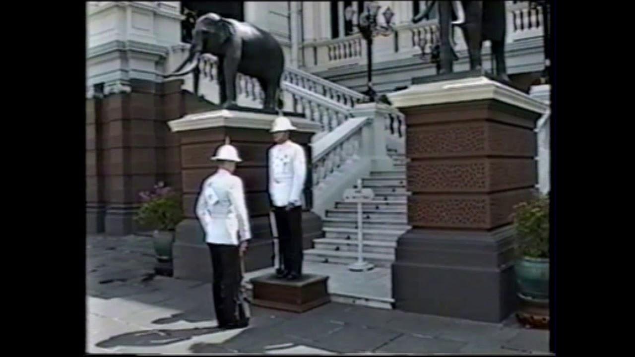 Смена тайского караула у Королевского дворца