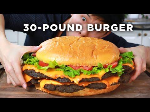 I Made A Giant 30-Pound Burger (видео)
