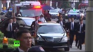 В Сингапуре телохранители Ким Чен Ына бегом сопроводили его лимузин