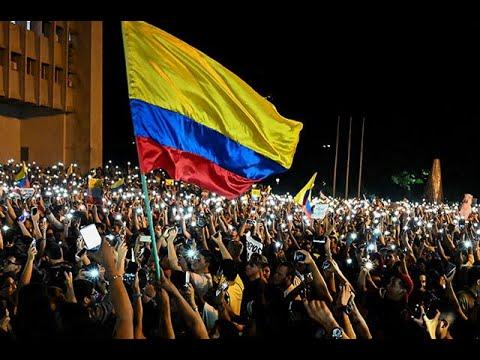 Musica y velas: colombianos se tomaron de forma pacifica la noche del sabado
