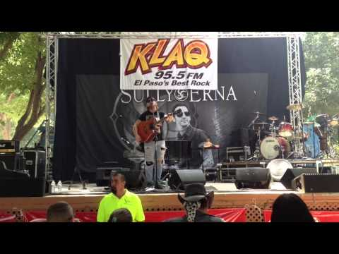 "Travis Manning ""Running Out Of Road"" live at KLAQ's Balloonfest 2013"
