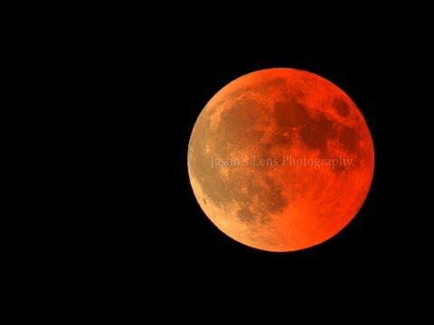 Два видео уникального совпадения суперлуния, лунного затмения и голубой луны