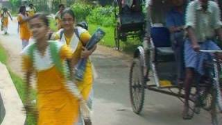 Paths and students of Shantiniketan
