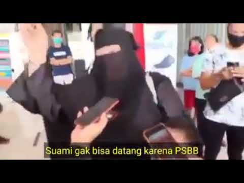Suami Tertahan di Sumbar, Pedagang di Cirebon Ini Menangis Histeris Karena Tempat Usaha Ditutup saat PSBB
