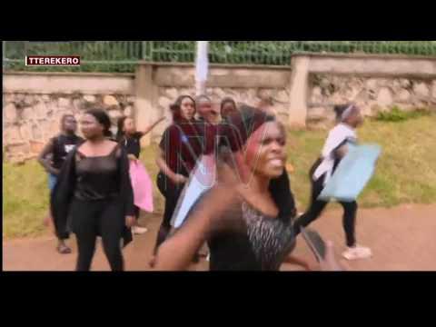 ALIPOOTA KU BY'E MAKERERE: Ababaka bagala poliisi n'amagye banoonyerezebweko