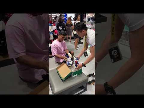 Тест-драйв кроссовок напугал продавца в спортивном магазине