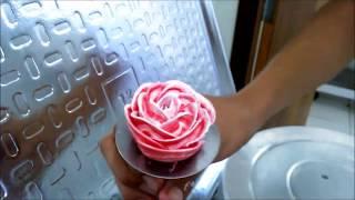 Bolos Decorados passo a passo  – Fazendo rosas de chantily
