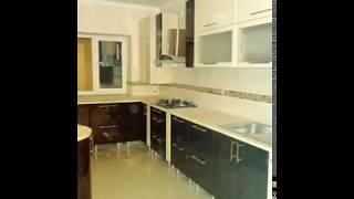Кухня фото № 60 фасад постформинг цвет Слоновая кость - темно коричневый. от компании Фаберме - видео 2