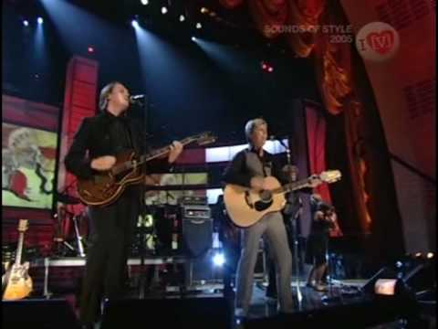 Arcade Fire & David Bowie - Wake Up | HQ | Fashion Rocks 2005 Mp3
