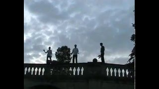preview picture of video 'jugglers punting on the river Cam!'