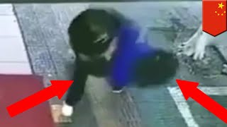 Gambar cover Fake cop in China introduces student to sidewalk - TomoNews
