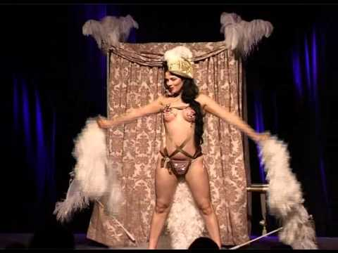 Lola The Vamp in burlesque show Milonga Del Angel