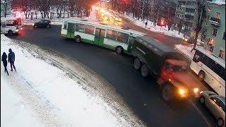 ДТП в Серпухове. Лобовой таран от автобуса... (видео со звуком). 14 февраля 2018г.