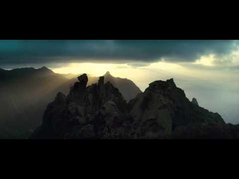 Video trailer för Clash of the Titans - Official Trailer [HD]