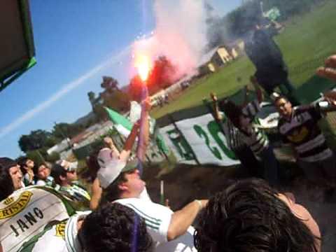 """""""locura de los devotos despues de tanto tiempo"""" Barra: Los Devotos • Club: Deportes Temuco"""