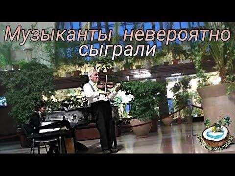 Музыкальное поздравление с Рождеством на вокзале Новосибирска