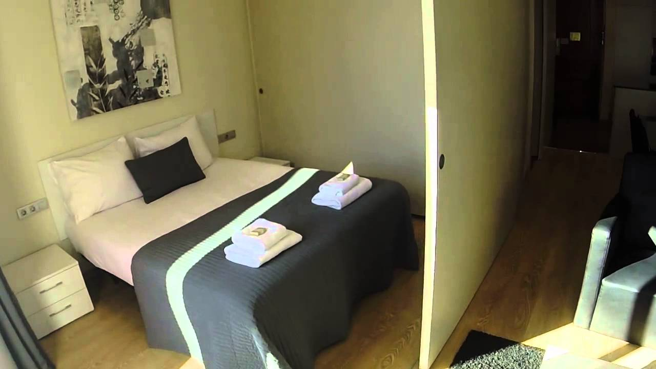 Modern two bedroom apartment with sunny balcony, minutes away from Placa Espanya