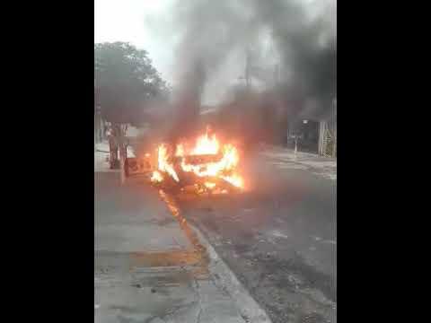 Incêndio supostamente criminoso destrói carro em Artur Nogueira
