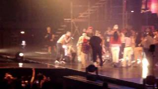 """Kiss Kiss / Concert Outro"" performed live by Chris Brown in Honolulu, Hawaii"