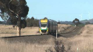 preview picture of video 'V/Line Vlocitys at Ararat ; Australian Trains'