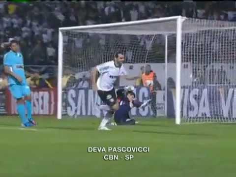 Por Danilo, locutor quase esquece grito de Gol!