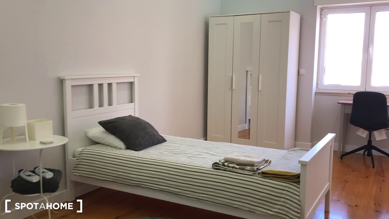 Double bed in Rooms for rent in modern 3-bedroom apartment in Penha de França