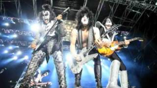 KISS - Heaven's On Fire  (Exclusive Video)