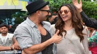 Ranveer Singh FLIRTS with Girlfriend Deepika Padukone at Gajanana Song Launch   Bajirao Mastani