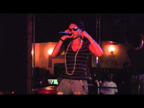 "Royal Brat performing ""Dreams"" @Club ICU"