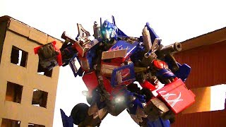 Optimus Prime enters Mission City stop-motion