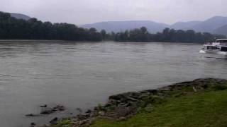preview picture of video 'The Danube River and Dürnstein Abbey, Dürnstein'
