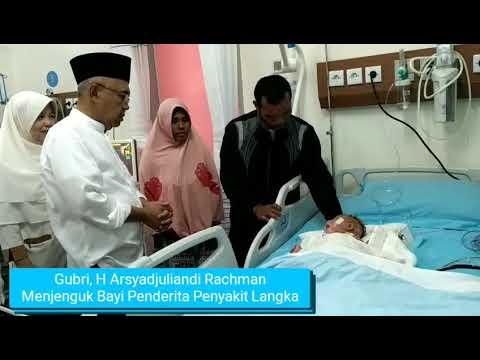 Haru, Gubernur Riau Jenguk Bayi Penderita Penyakit Kulit Langka Bernama Hafizi