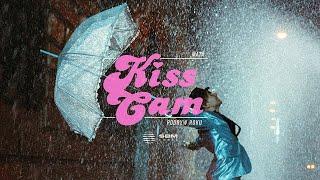Kadr z teledysku Kiss cam (podryw roku) tekst piosenki Mata