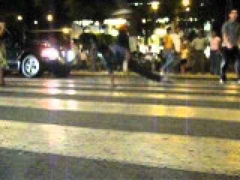 break dance en semaforo chiclayo-phiero