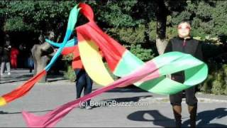 Video : China : Ribbon dancing in JingShan Park, BeiJing 北京